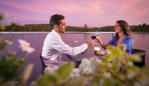 ete-2018-lac-260-couple-terrasse